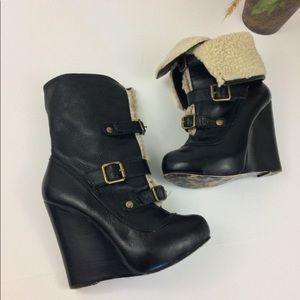 Betray Johnson wedge black boots